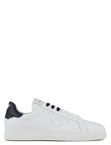 Sneakers in pelle bianca...