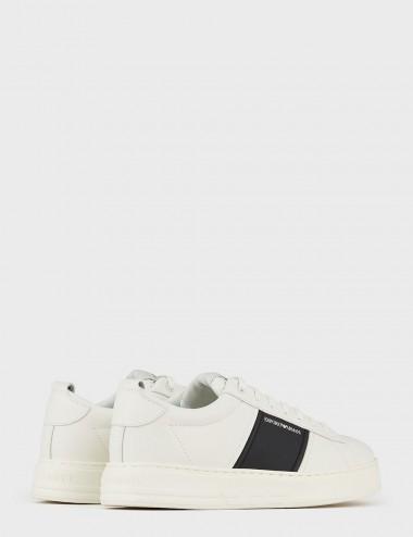Sneakers in pelle bianca con banda laterale